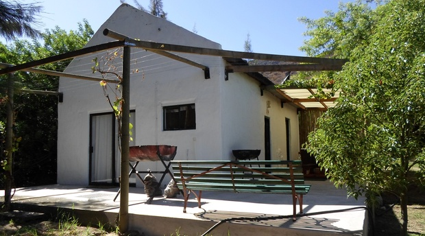 Kliphuis cottage with private swimming place and jacuzzi on stoep